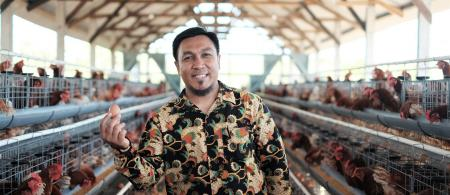 The pilot climate smart chicken shed carries a number of innovations and benefits for local farmers. Photo: Nyoman Prayoga/USAID APIK